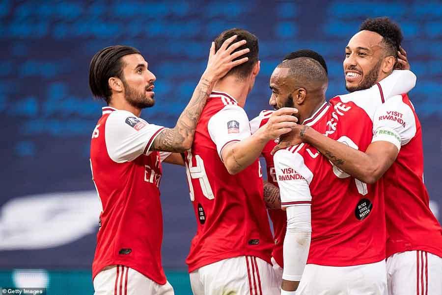 आर्सनल एफ ए कप फुटबलको फाइनलमा प्रवेश