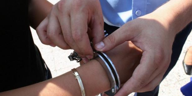 बर्दियामा मोबाइल चोरेर भाग्दै गर्दा दुई युवा पक्राउ